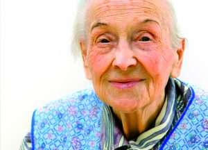 Die Pflege älterer Menschen muss langfristig finanziell abgesichert werden (Bildrechte: gilles lougass, Fotolia)