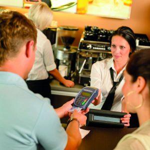 Viele junge Menschen müssen sich ihr Studium durch Nebenjobs finanzieren. (Bildrechte: CandyBox Images - Fotolia.com)