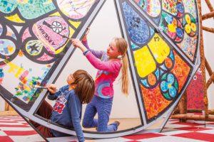Bei kreativen Aktivitäten können sich Kinder entfalten und ihre individuellen Begabungen stärken – hier im ZOOM-Kindermuseum. (Bild: Nurith Wagner-Strauss)