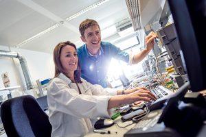 Industrie 4.0 bietet die gewaltige Chance, industrielle Fertigung in Europa zu halten und in einigen Bereichen wieder zurückzugewinnen. Bild: Martin Steinthaler, tinefoto.com