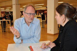 Steffen Lehndorff im Gespräch mit der KOMPETENZ beim GPA-djp Bundesforum. (Foto: dewi)