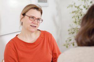 Karin Heitzmann im Gespräch mit Andrea Rogy. (Foto: Nurith Wagner-Strauss)