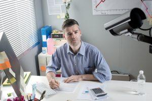 Überwachung am Arbeitsplatz ist immer öfter Thema von Beratungen. (Foto: StockPhotoPro - Fotolia)