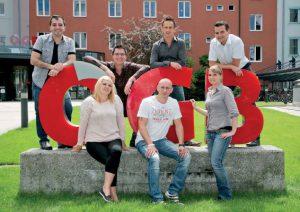 Gerald Forcher (ganz rechts oben) mit sechs der neu gewählten Lidl-BetriebsrätInnen. Bild: wildbild