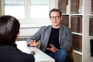 In den Niederlanden können Gewerkschaften auch Selbstständige mit organisieren, sagt Arbeits- und Sozialrechtsexperte Martin Risak von der Uni Wien im Interview. (Foto: Nurith Wagner-Stauss)