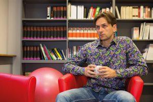 Nerijus Soukup im Gespräch mit der KOMPETENZ. Foto: Nurith Wagner-Strauss