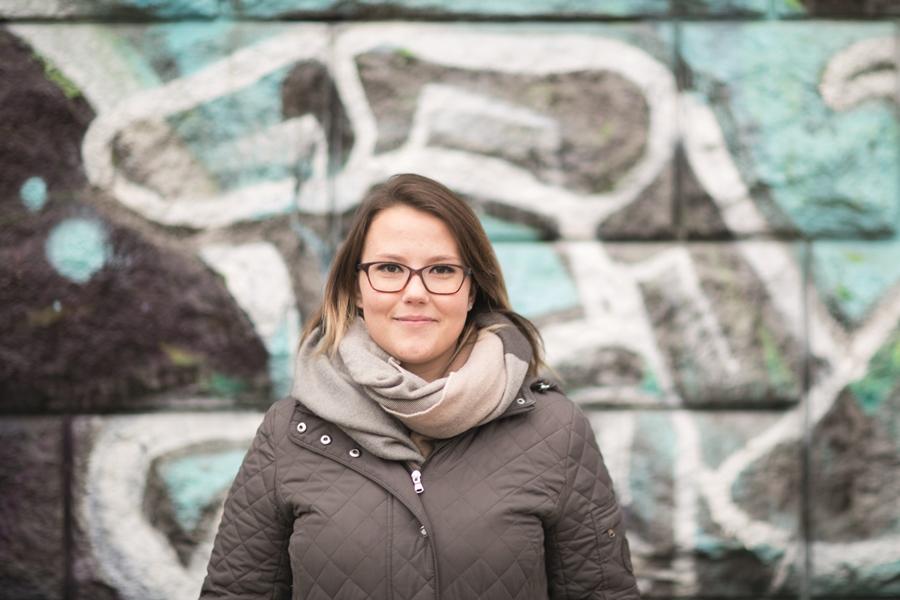 Lisa Höferl (22) arbeitet als Freizeitpädagogin. Ihr Wunschberuf ist Sozialarbeiterin. Kommendes Frühjahr will sie die Aufnahmeprüfung für soziale Arbeit an der Fachhochschule St. Pölten machen. Foto: Nurith Wagner-Strauss